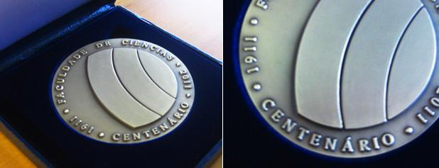 O logótipo do centenário em medalha