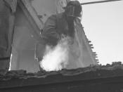Bombeiro apaga fogo