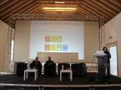 Mesa plenária do 2.º dia da conferência