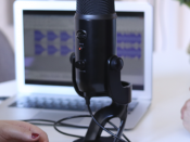 Sala com microfone