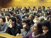 Fotografia de pessoas sentadas num dos anfiteatros da FCUL