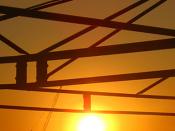 Fotografia do pôr-do-sol, num dia quente na cidade de Lisboa
