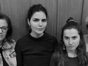 Fotografia a preto e branco de membros do TUT -Teatro Académico da ULisboa