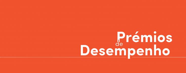 """Título """"Prémios de Desempenho"""", sobre um fundo cor-de-laranja"""
