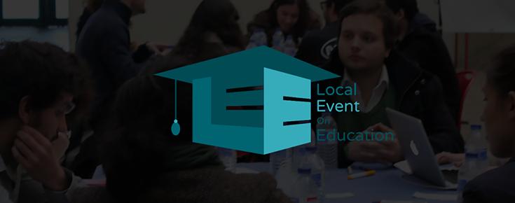 Logótipo do evento, sobre uma fotografia de alunos