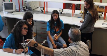 Durante duas semanas, os professores, investigadores e alunos de Ciências responderam às questões e curiosidades dos jovens cientistas
